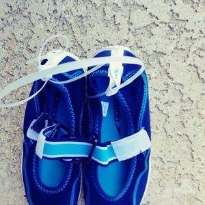 Speedo water shoes girls size M 2\3